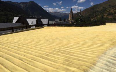 Se impermeabiliza el tejado de la sala polideportiva de Naut Aran